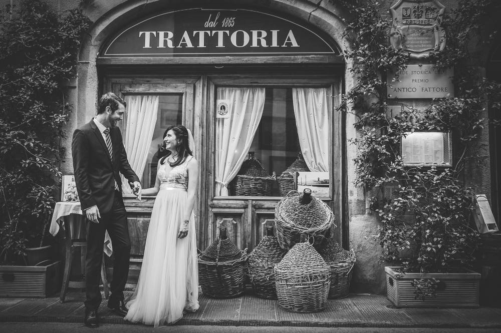 wedding ceremony in florence shooting in front of a trattoria