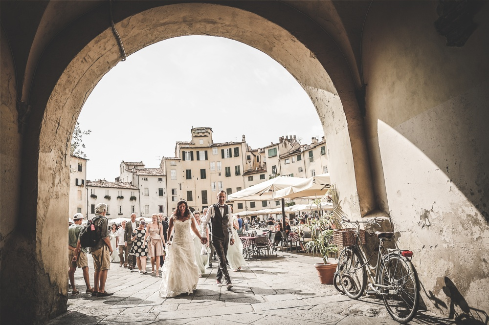 wedding shooting in lucca city center