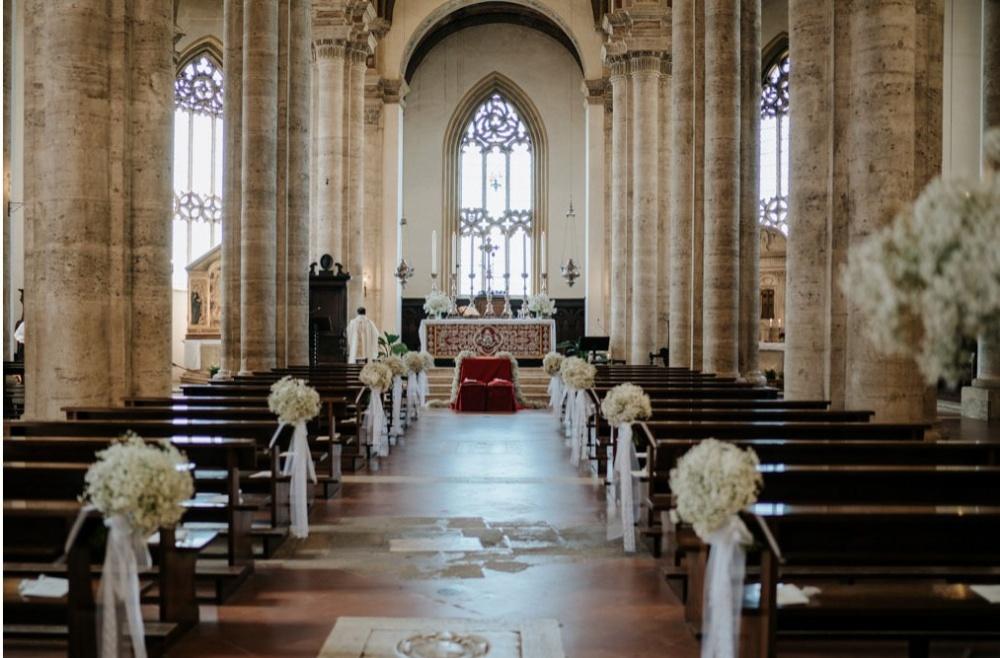 wedding ceremony decoration in pienza