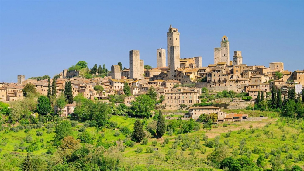 wedding ceremony in san gimignano city center
