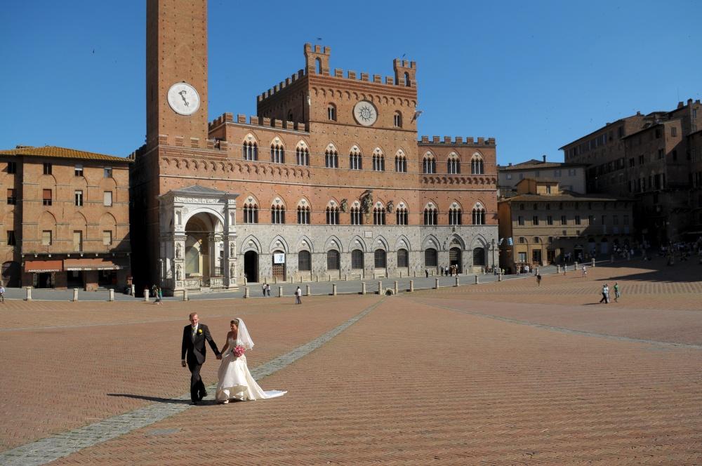 wedding ceremony in the main square in siena