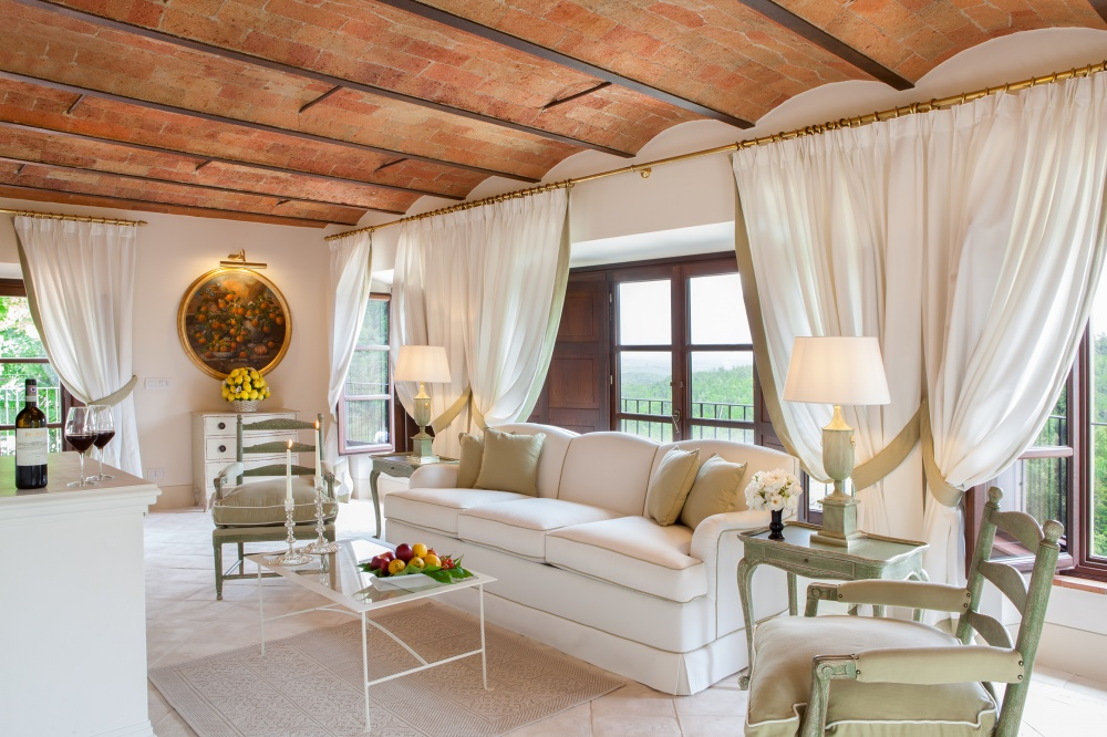 wedding farmhouse with living room in siena