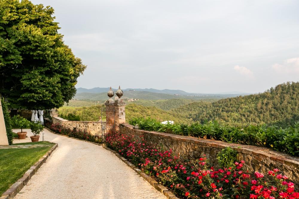 road view in a wedding farmhouse