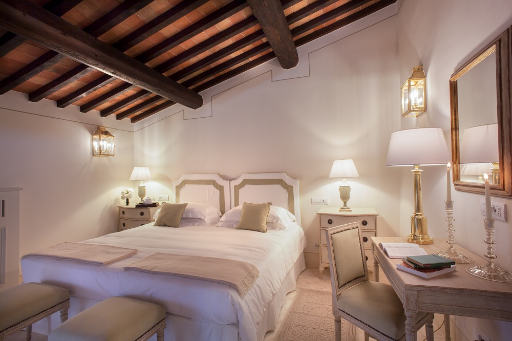 wedding farmhouse with room in siena