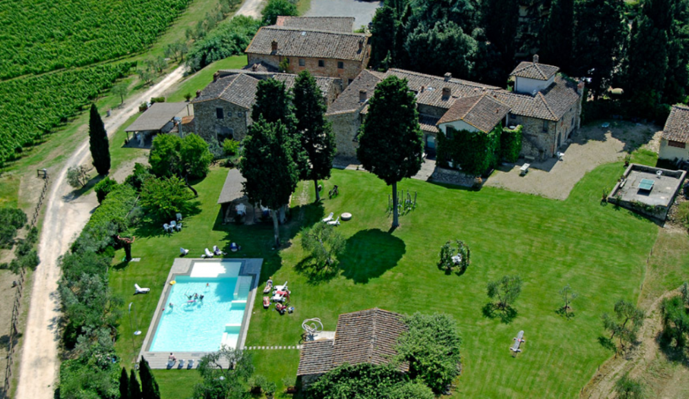 aerial view of a wedding farmhouse in tuscany