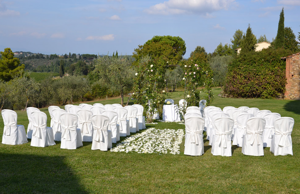 wedding ceremony in a farmhouse in tuscany