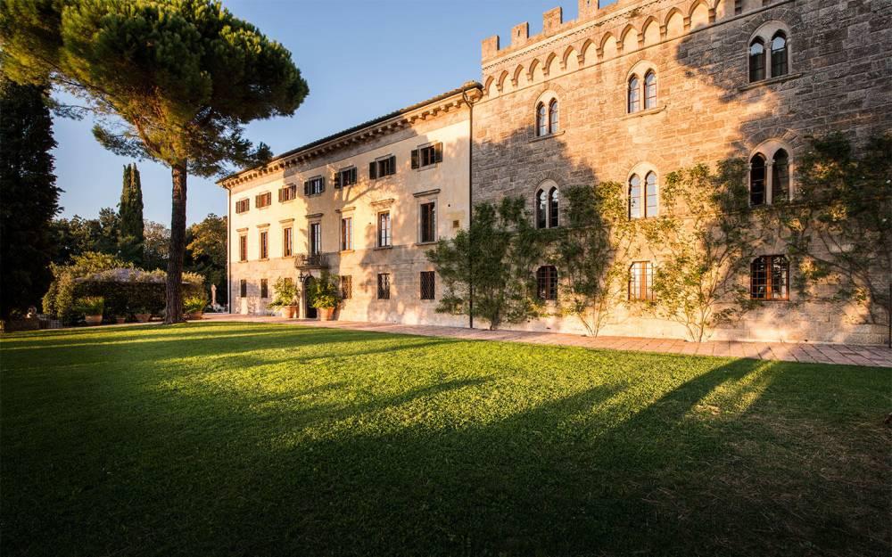 wedding hamlet in tuscany countryside