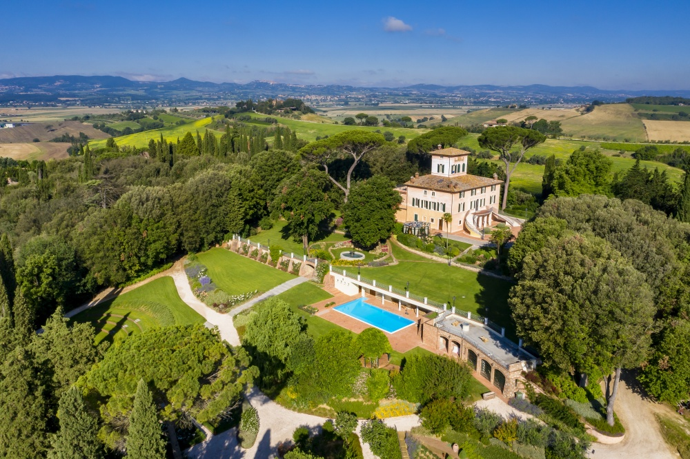 wedding elegant villa in the tuscany counytryside