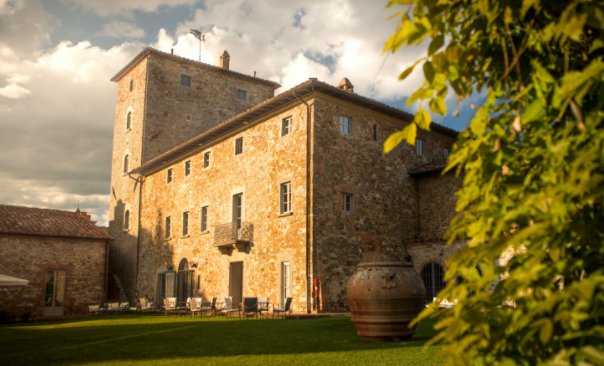 luxury wedding venue in tuscany countryside