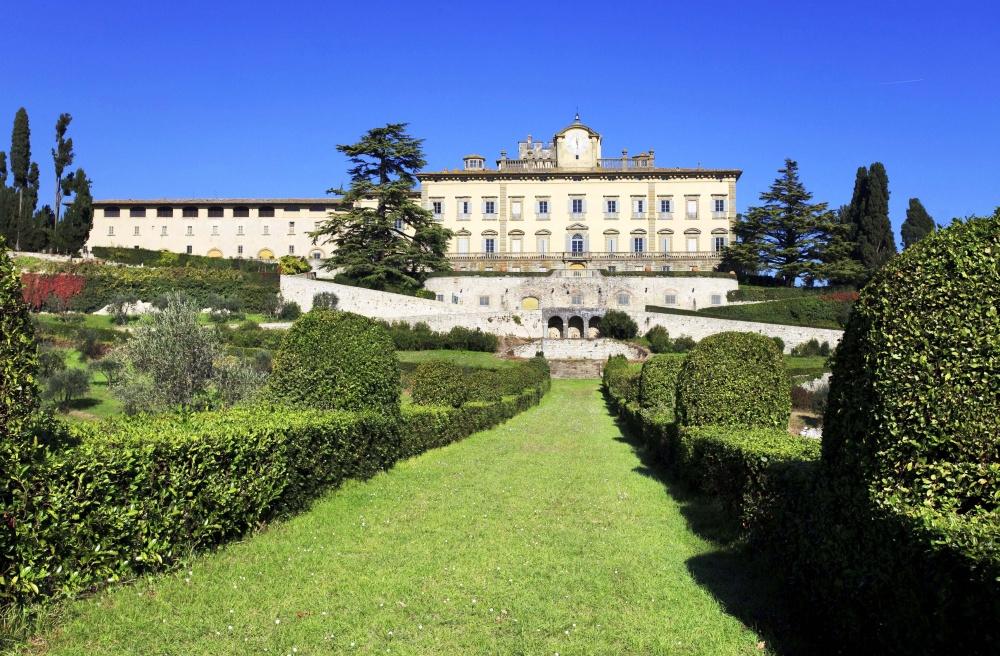 wedding resort in tuscany countryside