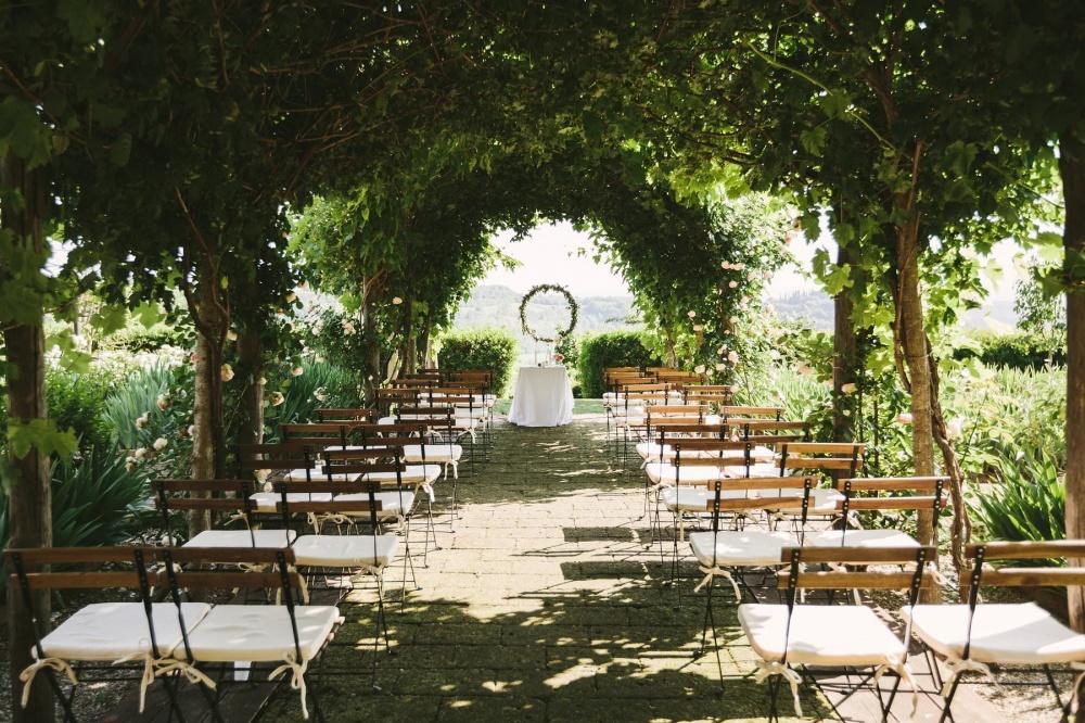 wedding romantic ceremony in tuscany