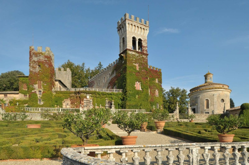 gardens view in a castle in siena for luxury weddings and events