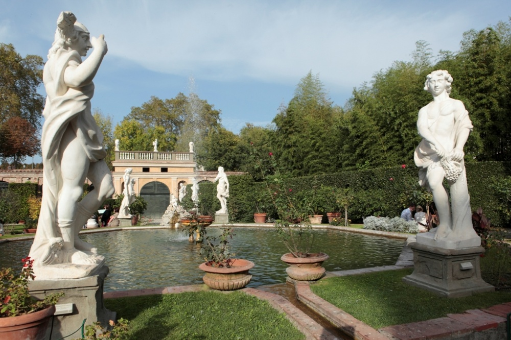 garden with fountain and sculptures in a palace in lucca