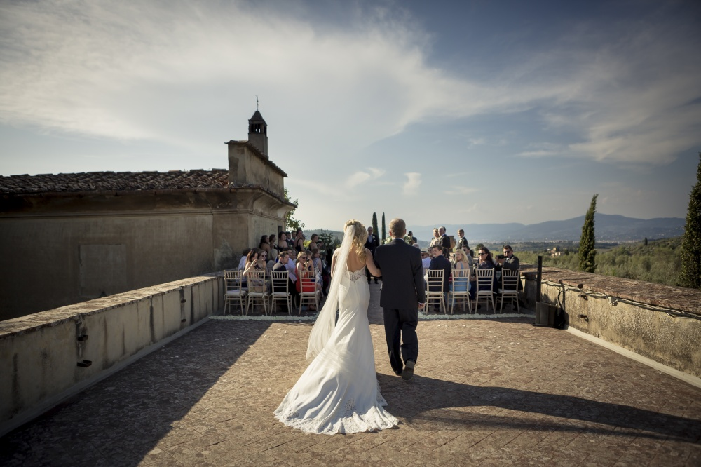 wedding ceremony in a rustic villa in florence