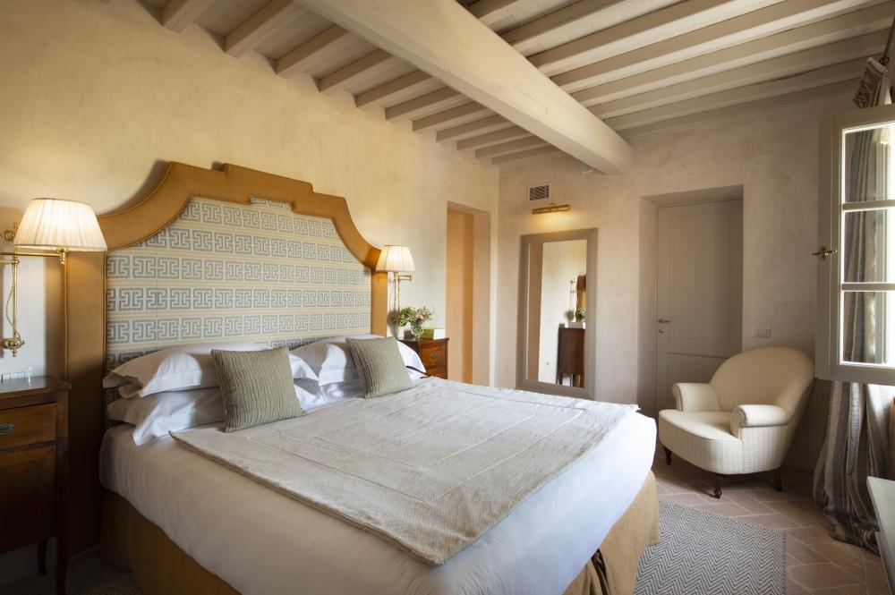 room in a wedding tuscan farmhouse