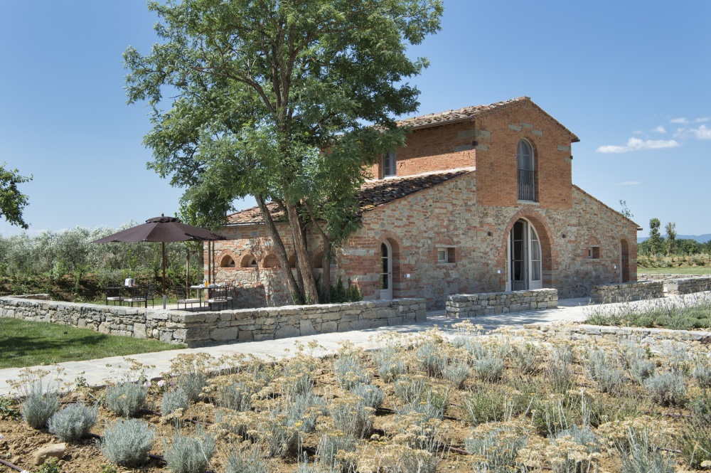 tuscan farmhouse for wedding