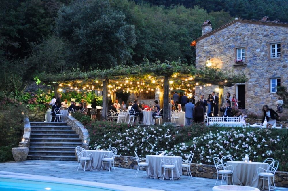 wedding cocktail under the loggia in a hamlet in tuscany