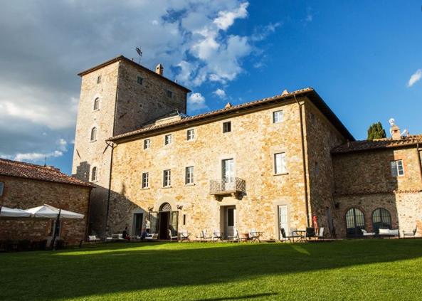 wedding luxury hamlet in tuscany