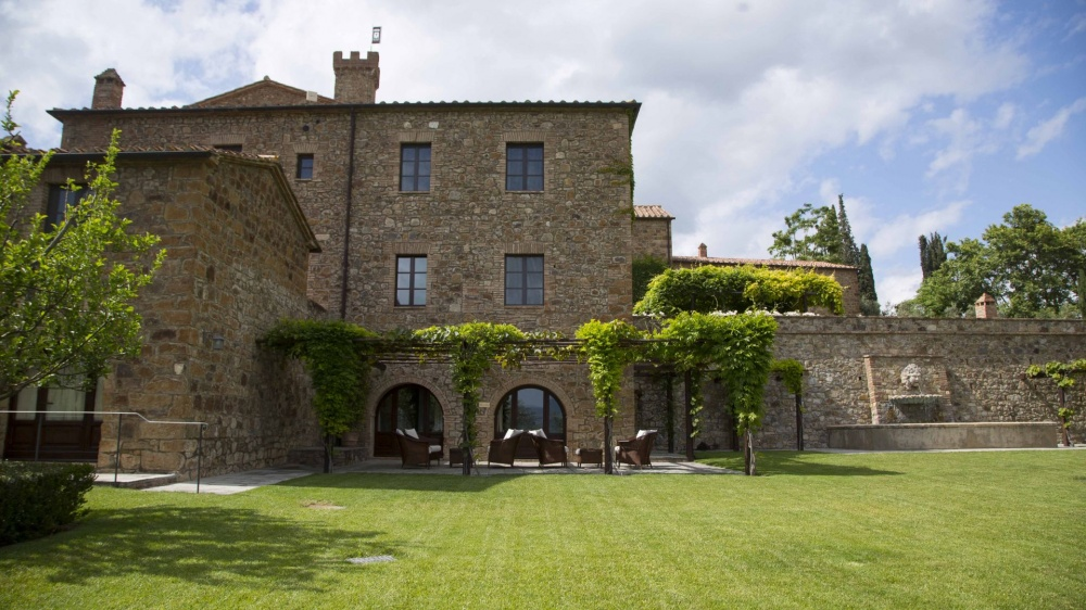 wedding venue in tuscany with garden loggia