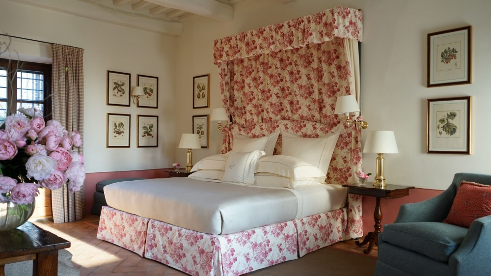 wedding venue in tuscany with luxury room