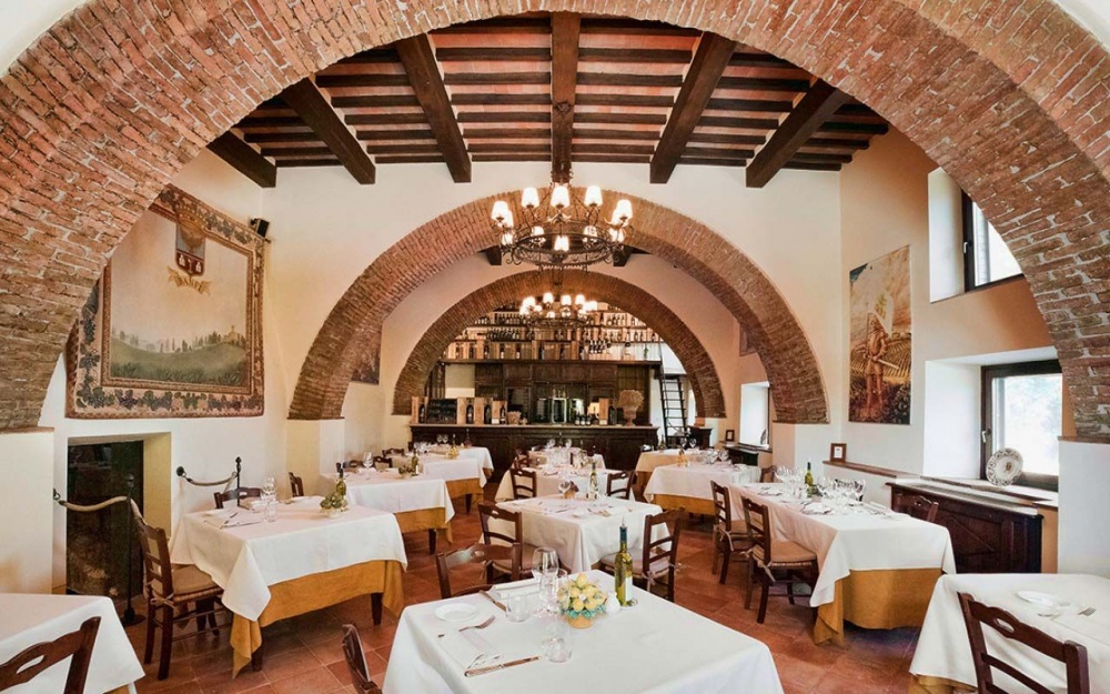 wedding venue in tuscany with restaurant