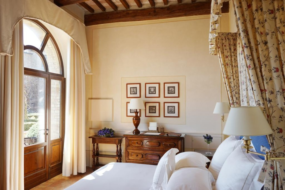 wedding venue in tuscany with room