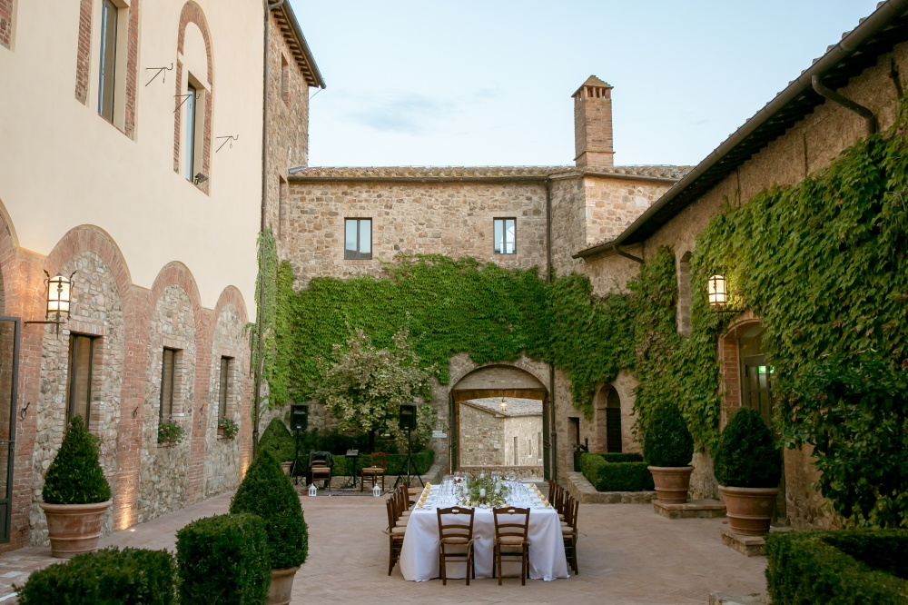 wedding venue in tuscany with square