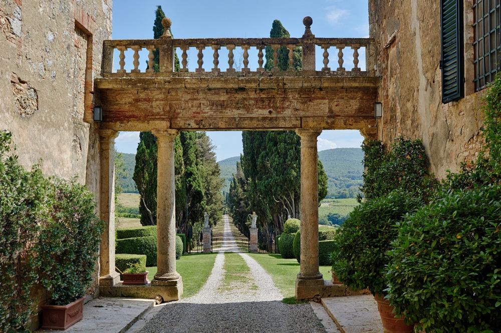 historical arch in a wedding villa in chianti