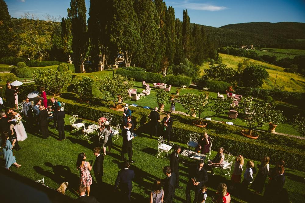 wedding cocktail reception in a garden of a wedding villa in chianti