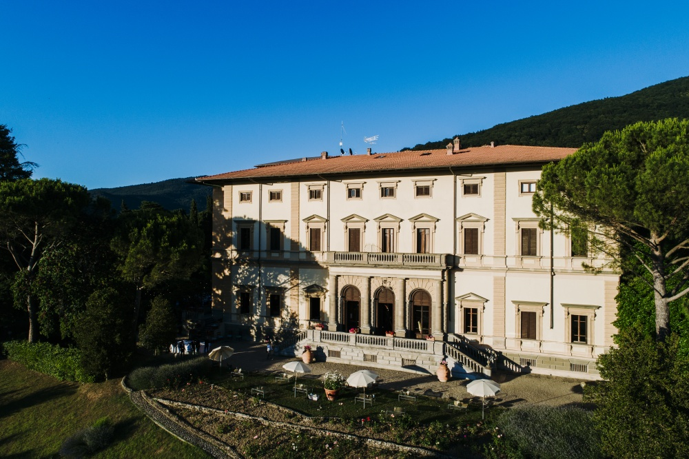 front view of a villa for wedding in florence