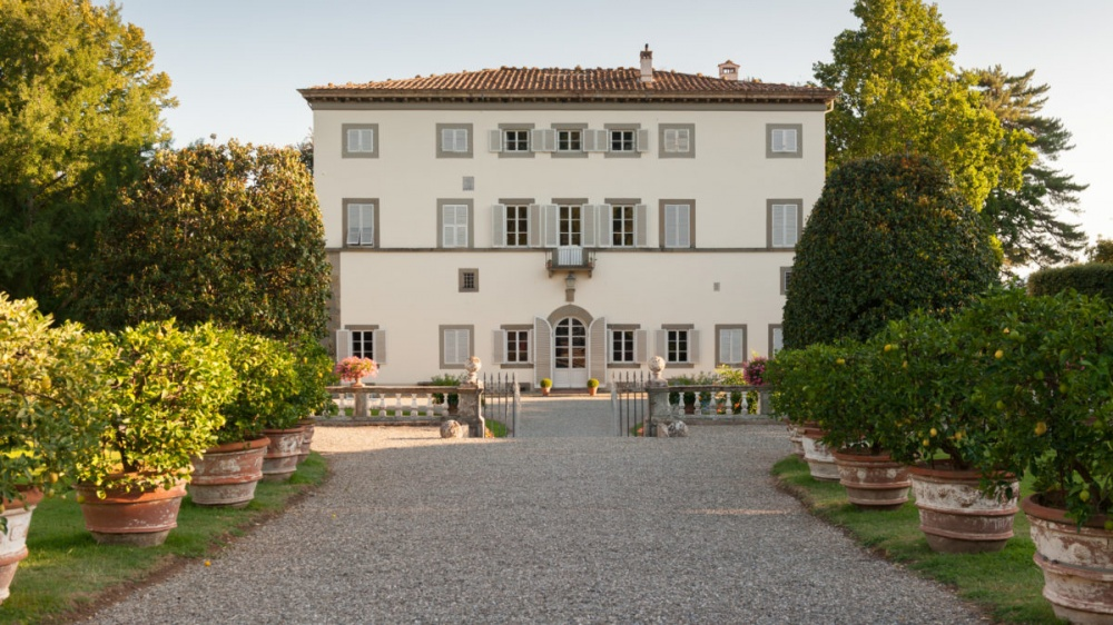 front view of a wedding villa in lucca