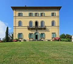 big garden for wedding receptions and ceremonies in a villa in lucca