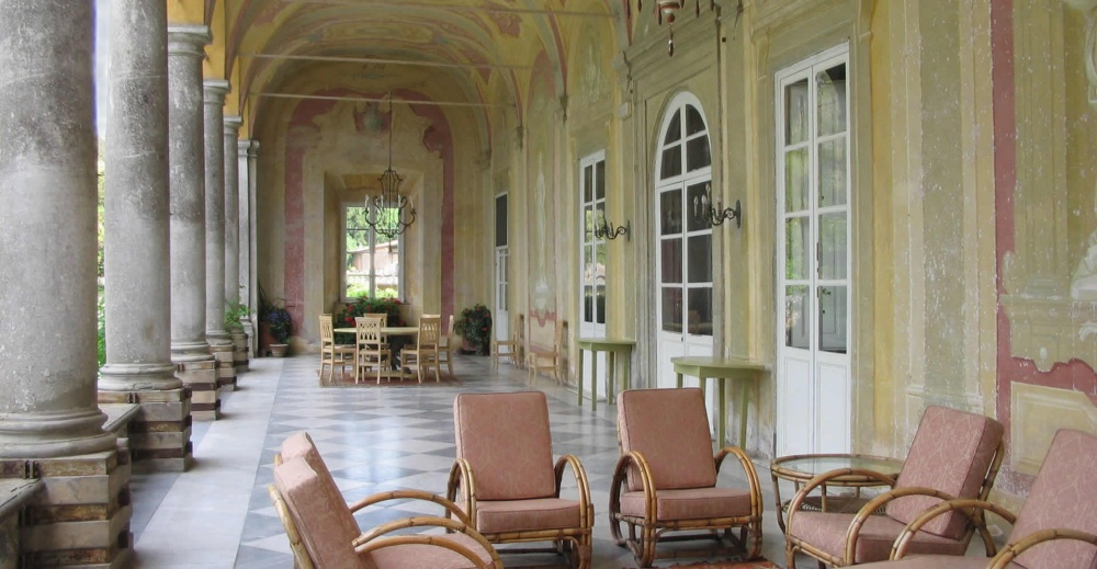 side view of a loggia for wedding receptions in a villa in lucca