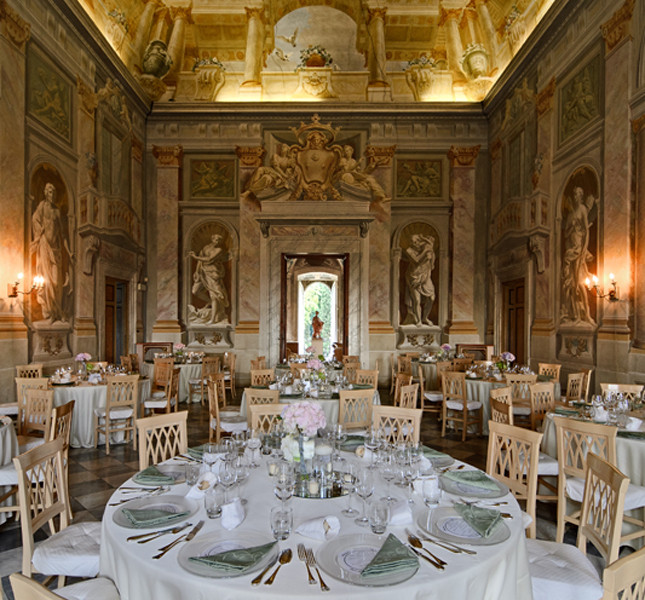 frescoes room in a villa for wedding in lucca