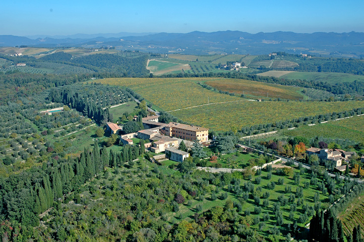 aerial view of a wedding villa in siena tuscany