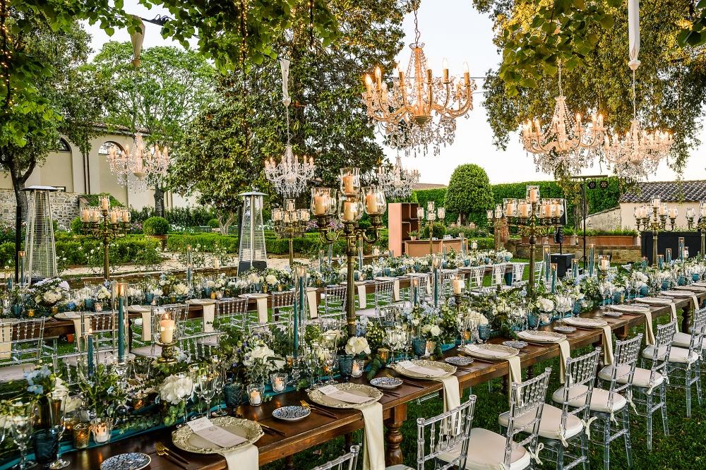 wedding dinner with chandelier in a villa in siena