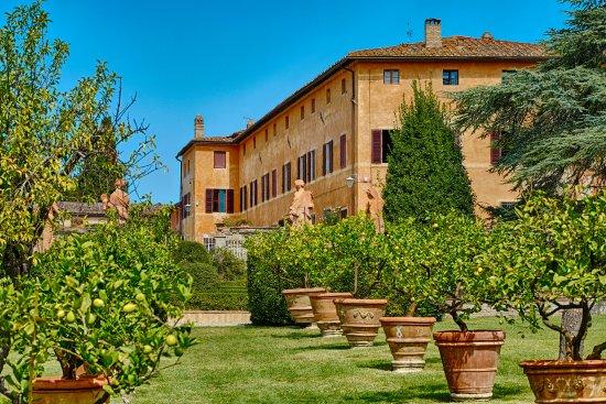 gardens in a wedding villa in siena