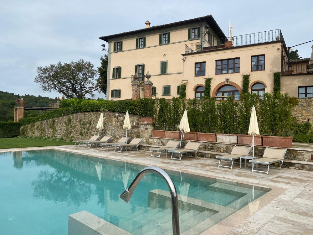 wedding villa with pool in siena