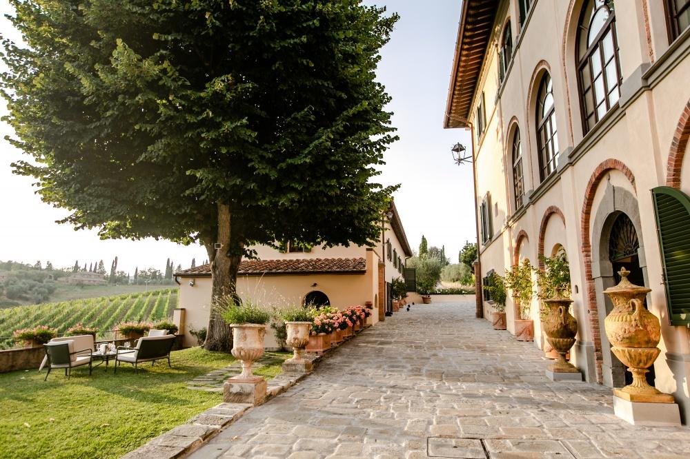 wedding villa side view in siena