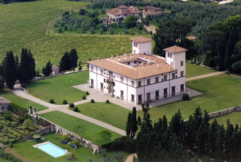 aerial view of a wedding villa in tuscany