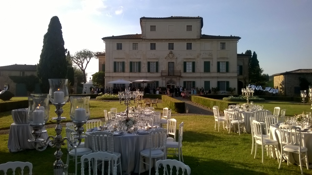 wedding dinner setting in a villa in tuscany