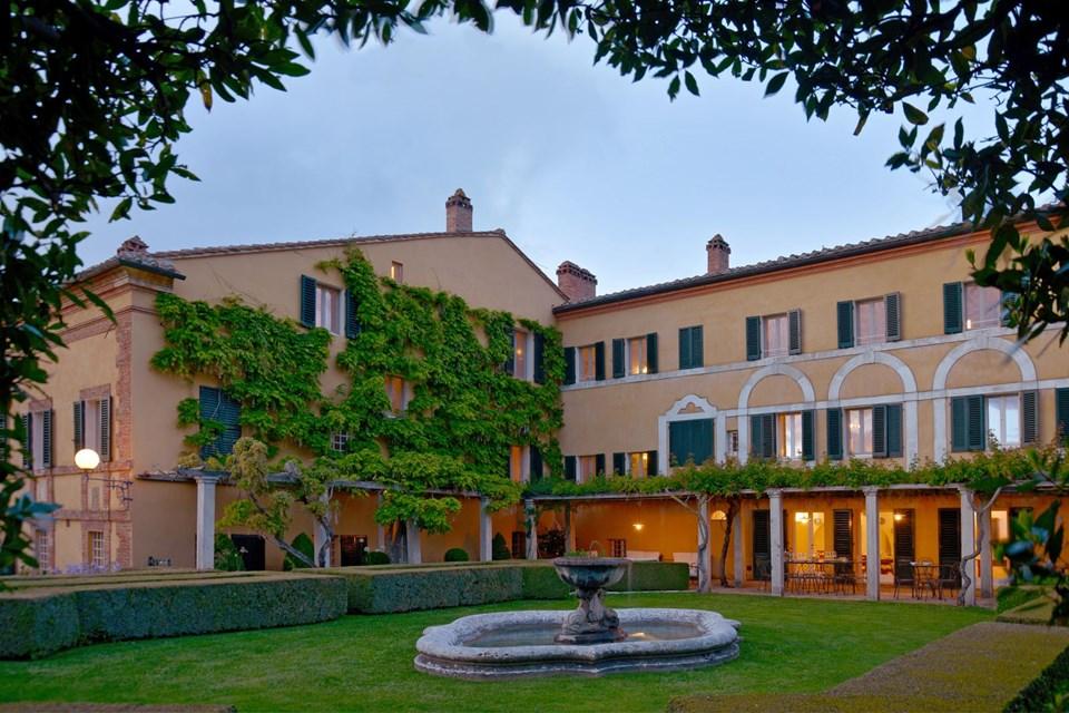wedding villa square in tuscany
