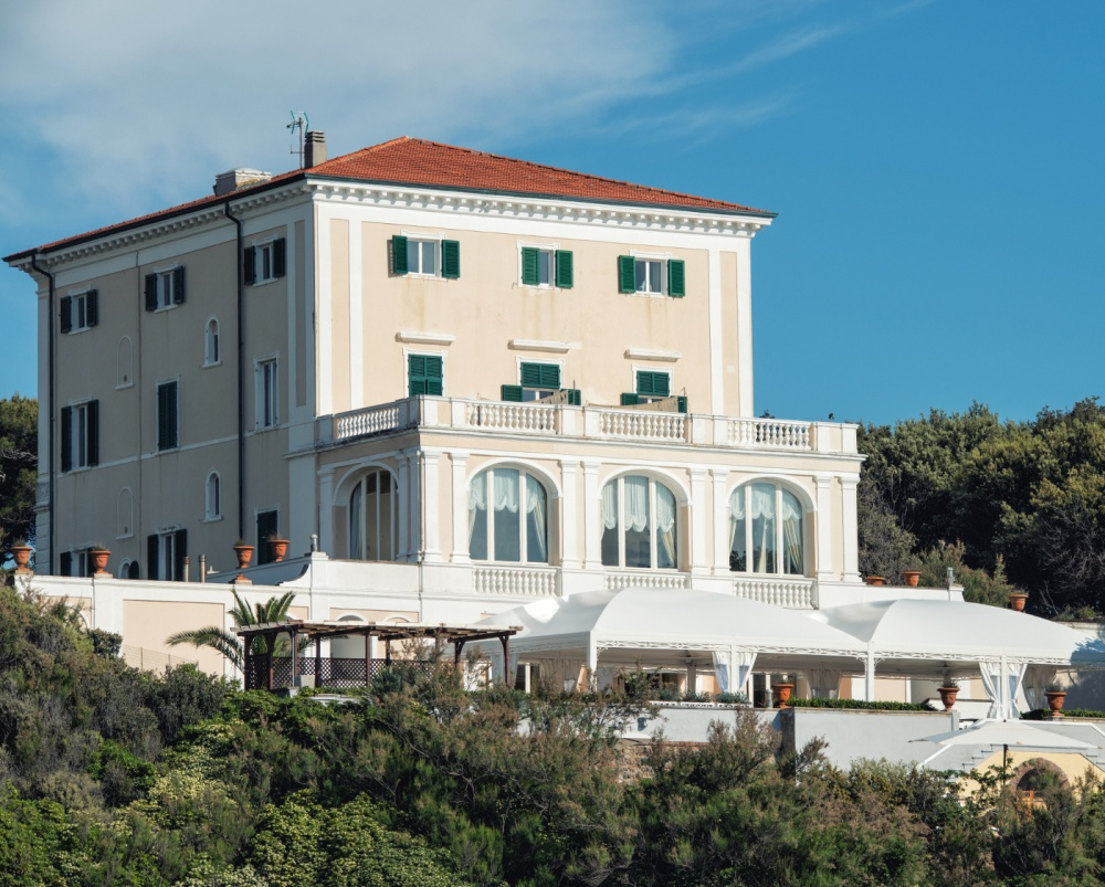 front view of a villa and its terrace for weddings on the sea in tuscany