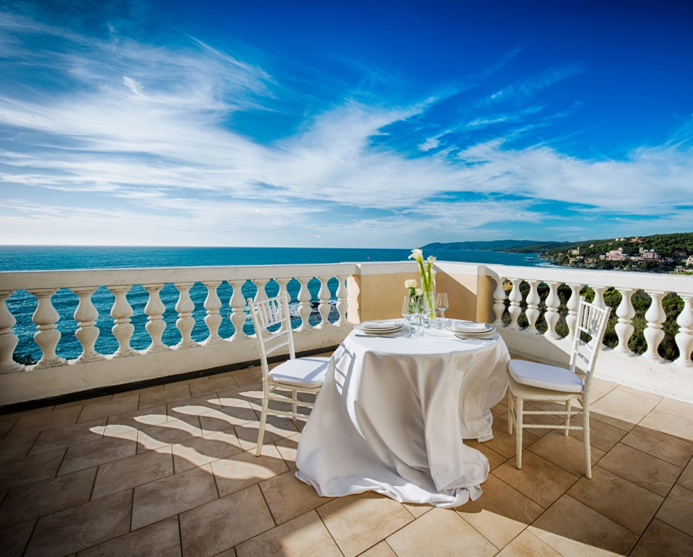 terrace facing the sea in a villa for wedding and events